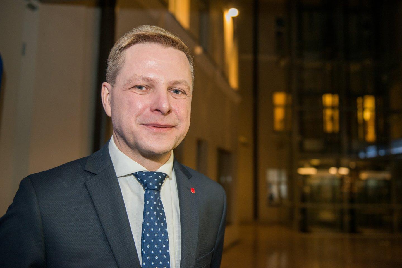 Vilniaus meras R. Šimašius kviečia sodinti Kalėdų mišką.<br>J.Stacevičiaus nuotr.