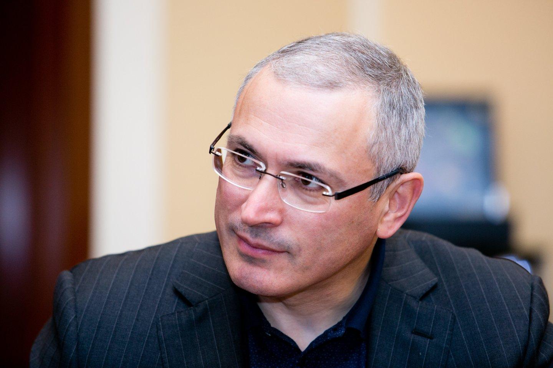 """Pagrindinis """"Jukos"""" akcininkas ir vadovas, aršus Kremliaus kritikas Michailas Chodorkovskis ir jo verslo partneris Platonas Lebedevas buvo buvo areštuoti 2003 metais bei nuteisti kalėti dviejose itin prieštaringai vertinamose bylose dėl sukčiavimo, vengimo mokėti mokesčius ir pinigų plovimo.<br>T.Bauro nuotr."""