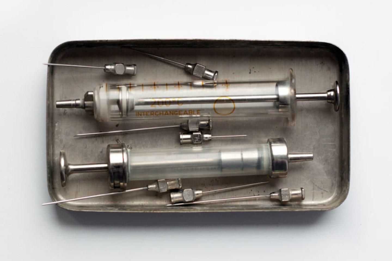 1922 m. Kanados Toronto mieste 14-mečiui diabetu sergančiam berniukui buvo suleista pirmoji insulino injekcija, bet dėl ne visai gryno insulino ji sukėlė alergiją. Sausio 23 d. išvalyto insulino injekcija buvo pakartota tam pačiam pacientui ir davė stulbinamą efektą.<br>123rf