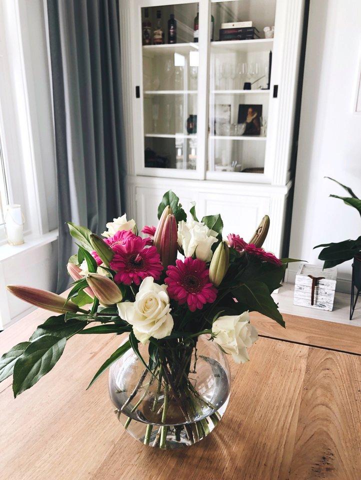Miglė socialiniame tinkle nuolat dalijasi nuotraukomis ir istorijomis, kaip su vyru savo jėgomis įsirengė 130 kv. m ploto butą sename name.<br>Miglės Rijkhoek nuotr.