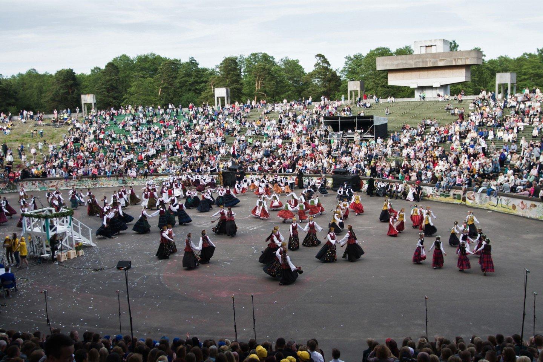 Estradoje vyksta dainų ir šokių šventės.<br>G.Pilaičio nuotr.