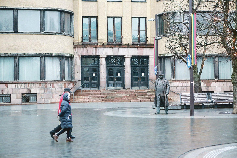 Kauno centrinio pašto fasado nebepuošia prieš 30 metų pritvirtintos tūrinės raidės.<br>G.Bitvinsko nuotr.
