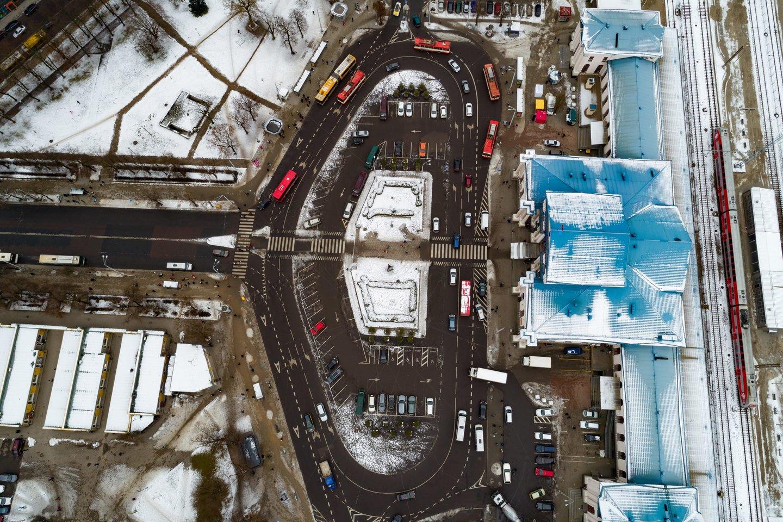 Vakarų Europoje stoties rajonai jau kurį laiką išgyvena renesansą – iš nejaukių teritorijų virsta vienomis patraukliausių vietų gyventi ir dirbti, mat kitas miesto dalis pranoksta galimybe patogiai naudotis viešojo transporto paslaugomis.<br>S.Žiūros nuotr.