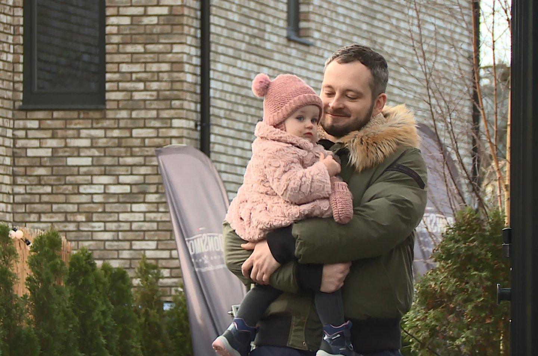 Arūnas Valinskas jaunesnysis su dukra.<br>Asmeninio albumo nuotr.