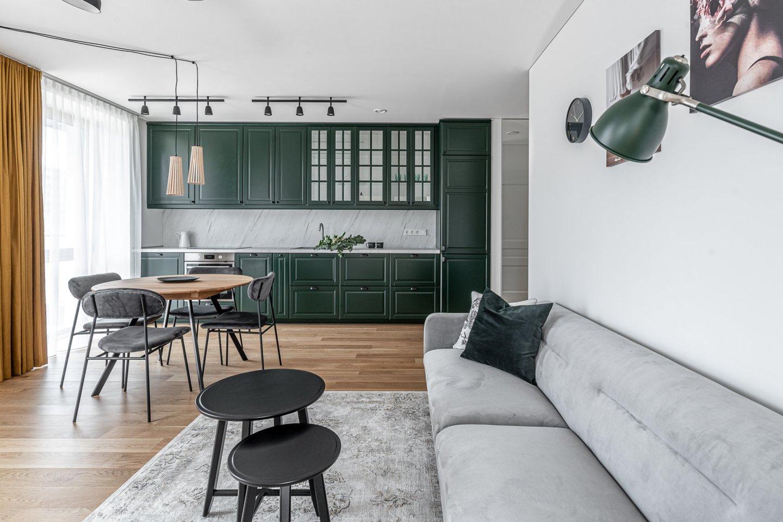 Interjero dizainerė D. Sakevičė pristato patarimus, kaip sukurti harmoningus namus patiems.<br>B.Šileikos nuotr.
