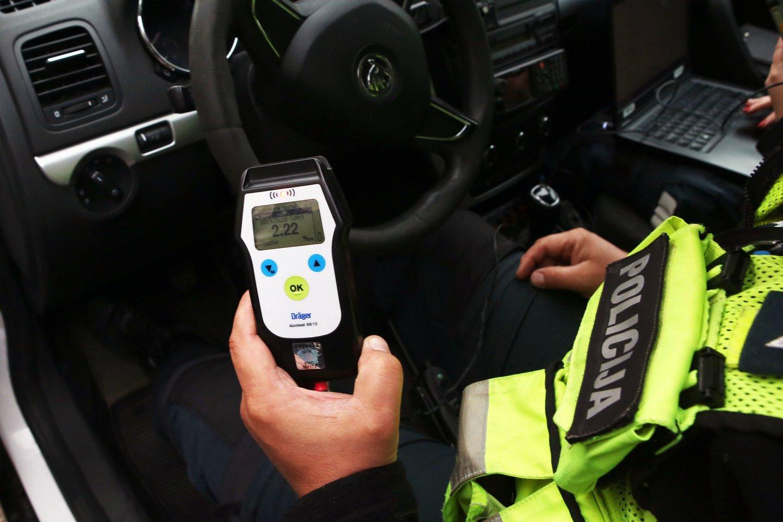 Karantino metu ribojant vairavimo mokyklų praktinio vairavimo veiklą, Susisiekimo ministerija pratęsia papildomų mokymų baigimo terminą Kelių eismo taisyklių pažeidimų padariusiems pradedantiesiems vairuotojams.<br>M.Patašiaus nuotr.