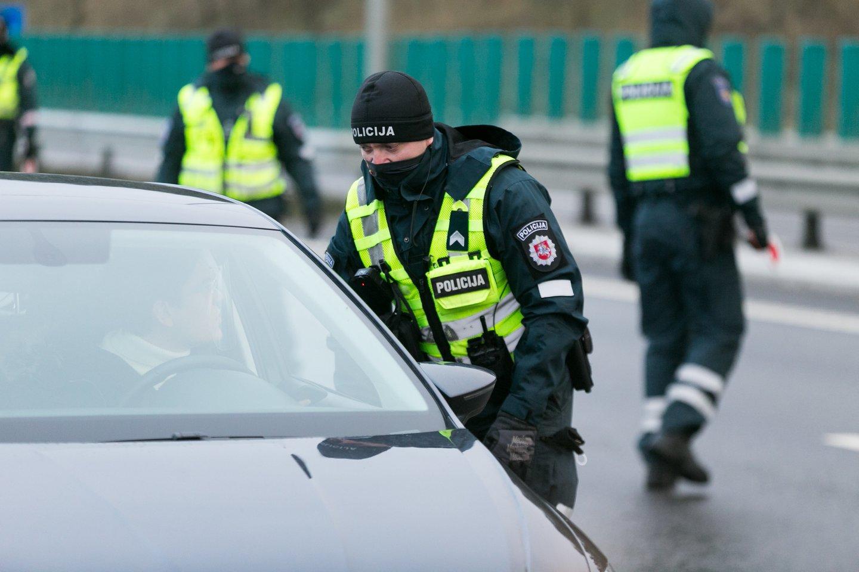 Karantino metu ribojant vairavimo mokyklų praktinio vairavimo veiklą, Susisiekimo ministerija pratęsia papildomų mokymų baigimo terminą Kelių eismo taisyklių pažeidimų padariusiems pradedantiesiems vairuotojams.<br>T.Bauro nuotr.