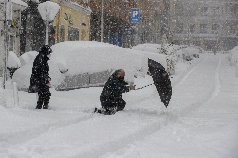 Sniegas ir šaltis sukaustė dalį Ispanijos ir Katalonijos.<br>Scanpix/AFP/Reuters nuotr.