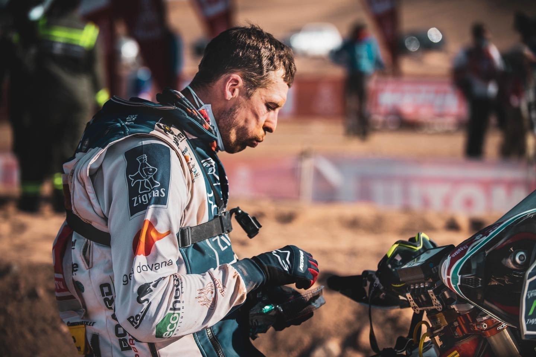 Motociklų įskaitoje Dakare dalyvaujantis Arūnas Gelažninkas.<br>ZigmasDakarteam/Arno Strumilos nuotr.