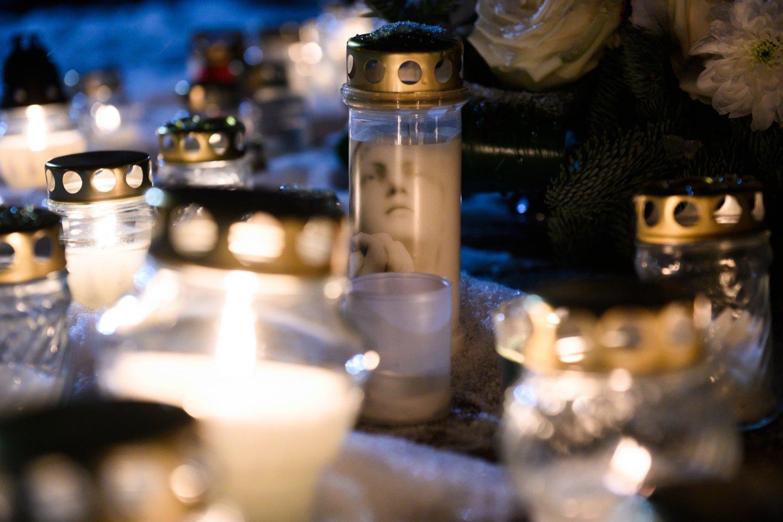 Pandemija pakoregavo tradicinį Sausio 13-osios minėjimą: suliepsnojo atminimo šviesos.<br>V.Skaraičio nuotr.