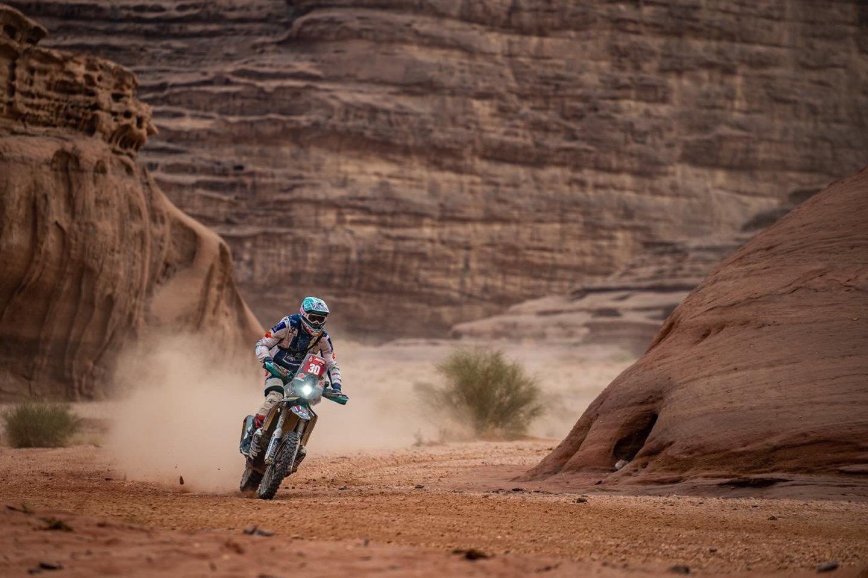 Motociklų įskaitoje Dakare dalyvaujantis Arūnas Gelažninkas ketvirtadienį finišo liniją pasiekė 26-as.<br>ZigmasDakarteam/Arno Strumilos nuotr.