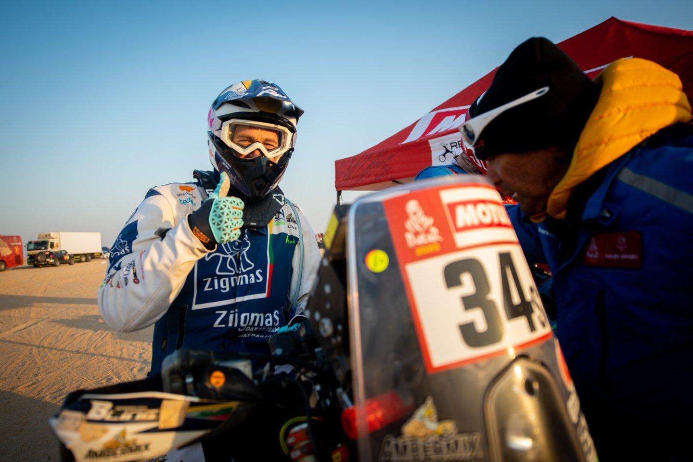 Dalyviams teko įveikti 598 kilometrus, iš kurių greičio ruožą sudarė net 464 kilometrai.<br>Zigmas Dakar team nuotr.