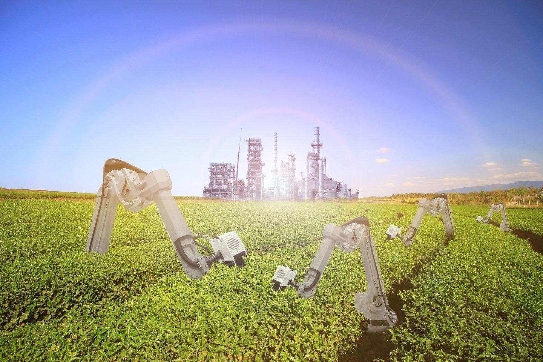 Mokslo tyrimai rodo, kad robotų naudojimas žemės ūkyje didina gyvulių produktyvumą ir augalų derlių.<br>123rf iliustr.