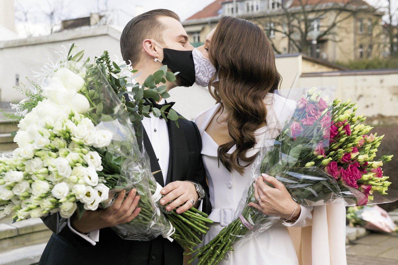 Paskutinę metų dieną Vilniaus santuokų rūmuose susituokė Kristiną Pačinskaitė ir Alonas Edgaras Ribas.<br>T.Bauro nuotr.