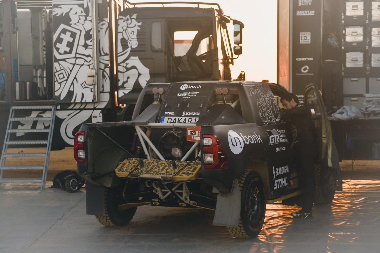 Viskas, kas prasideda, kada nors ir baigiasi. Legendinis Dakaro ralis baigėsi ten, kur prieš beveik porą savaičių ir prasidėjo, – vasariškoje Džidoje.<br>V.Pilkausko nuotr.