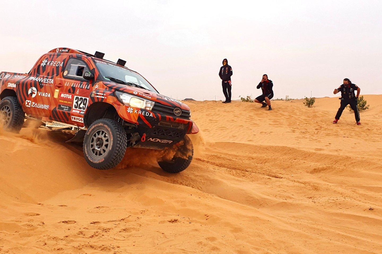 Vėlų šeštadienio vakarą į Vilniaus oro uostą parskrido Lietuvai Dakare atstovavę lenktynininkai.<br>V.Dranginio nuotr.