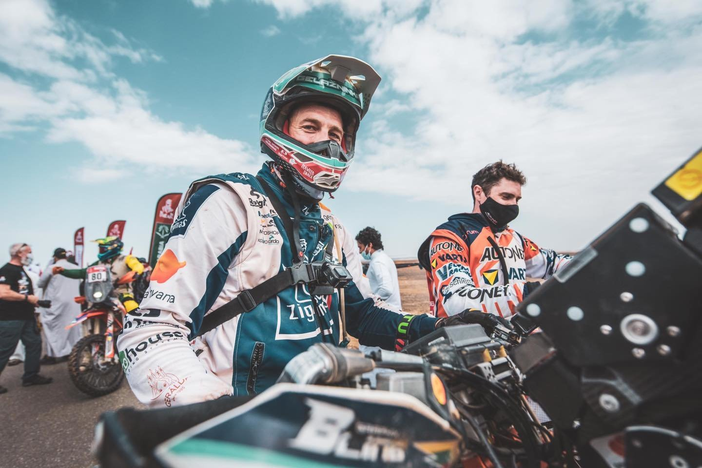 Vėlų šeštadienio vakarą į Vilniaus oro uostą parskrido Lietuvai Dakare atstovavę lenktynininkai.<br>ZigmasDakarteam/Arno Strumilos nuotr.