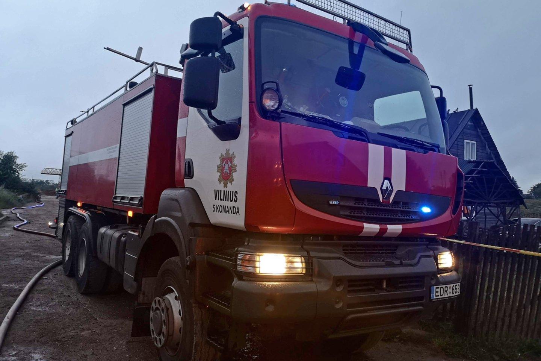 Šeštadienį vakare Kaišiadorių rajone kilo du dideli gaisrai.<br>A.Vaitkevičiaus nuotr.