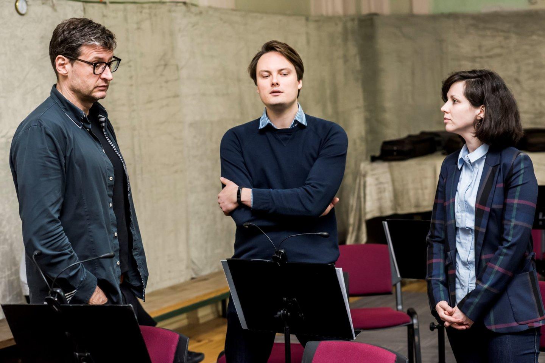 (Iš kairės) M.Pitrėnas, V. ir A.Kerai įrašų metu.<br>T.Kazakevičiaus nuotr.
