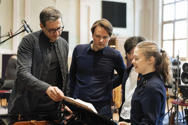 (Iš kairės) M.Pitrėnas, V.Keras, A.Kerienė ir O.Gražinytė įrašų metu.<br>T.Kazakevičiaus nuotr.