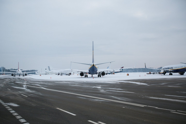 Kauno oro uoste atliekamas orlaivių techninis aptarnavimas.<br>G.Bitvinsko nuotr.