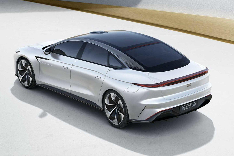 Tai visiškai elektrinis sedanas su 93 kWh baterija (standartinė) arba 115 kWh (pasirinktinai), kurį bus galima užsisakyti 2021 m. balandžio mėn.<br>Gamintojo nuotr.