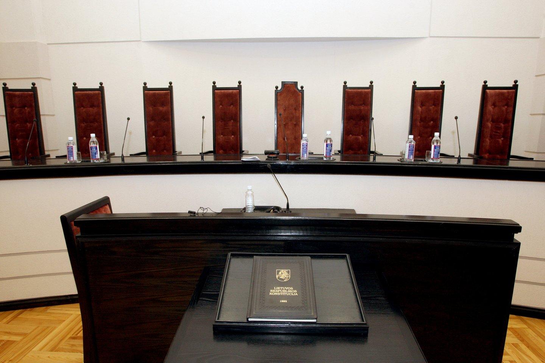 Naujasis Seimas jau baigė pirmąją posėdžių sesiją, kai kurie epizodai sukėlė labai audringas diskusijas, o ir žadėtos naujosios politinės kultūros bent jau kol kas nematyti.<br>R.Jurgaičio nuotr.