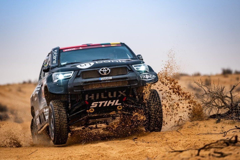 2021 metų Dakarą džentelmenišku poelgiu pradėję Benediktas Vanagas su Filipe Palmeiro vėliau taip pat neatsisakė padėti net ir tiems dalyviams, su kuriais varžėsi dėl aukštesnės pozicijos.<br>MM photo nuotr.