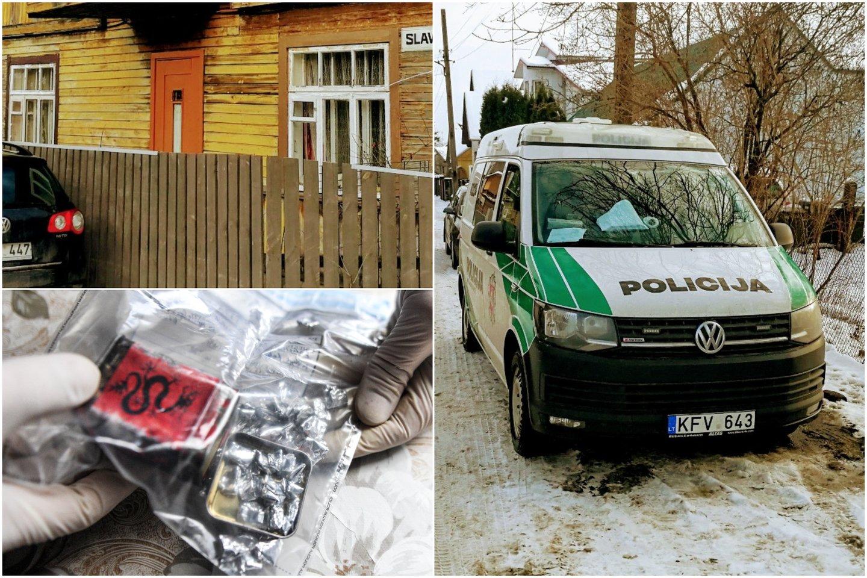 Kaune, Šančių rajone pareigūnai surengė didelę operaciją, įtardami kvaišalų prekybą viename privačių namų.<br>M.Patašiaus nuotr.