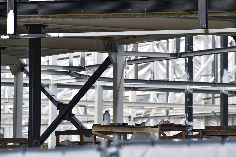 Sustojusios Lazdynų baseino statybos.<br>V.Ščiavinsko nuotr.