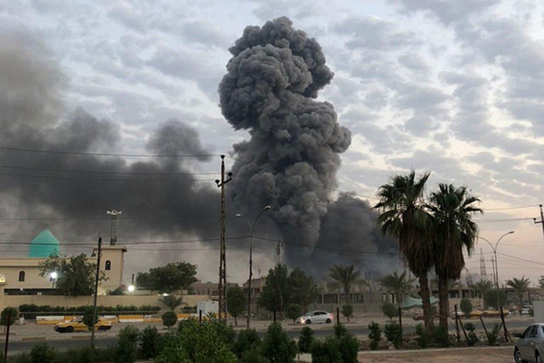 Bagdado centre ketvirtadienio rytą nugriaudėjus dviem sprogimams, žuvo mažiausiai 30 žmonių.<br>AP/Scanpix nuotr.
