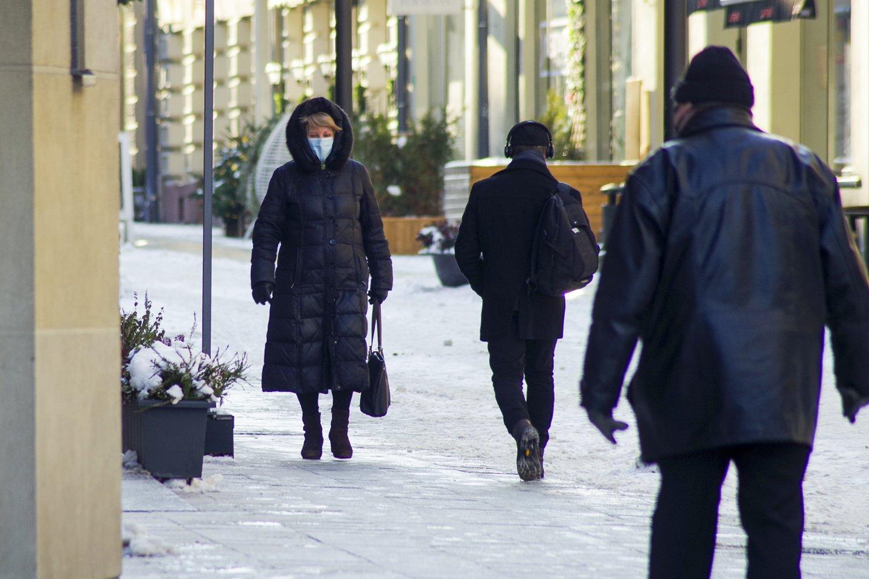 Europos prezidentė Ursula von der Leyen patikino, kad Lietuva pirmąjį ir antrąjį šių metų ketvirtį, iki vasaros pradžios galės paskiepyti mažiausiai 70 proc. Suaugusiųjų šalies gyventojų, penktadienį pranešė prezidentas Gitanas Nausėda. Anot jo, Lietuvai tiekamas vakcinos kiekis per pirmąjį ir antrąjį ketvirtį sudarys keturis milijonus dozių.<br>V.Ščiavinsko nuotr.