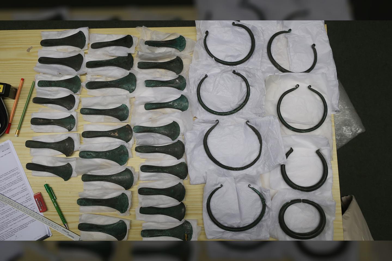 Kirvių ašmenys ir žiedai iš Karsdorfo lobio, Gamtos istorijos muziejaus kolekcijoje Leipcige, Vokietijoje.<br>M.Kuijperso nuotr.