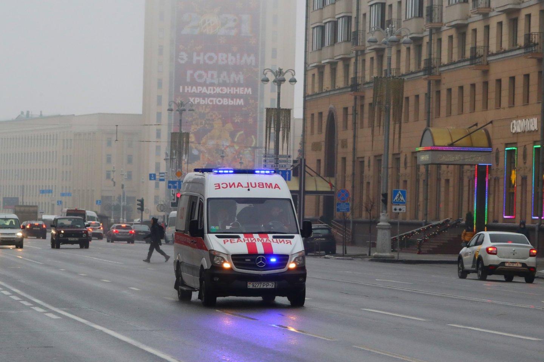 """Penktadienį Minsko centre, Nepriklausomybės aikštėje prie Vyriausybės rūmų, 35 metų vyras mėgino susideginti, praneša portalas """"tut.by"""".<br>Zuma press/Scanpix nuotr."""