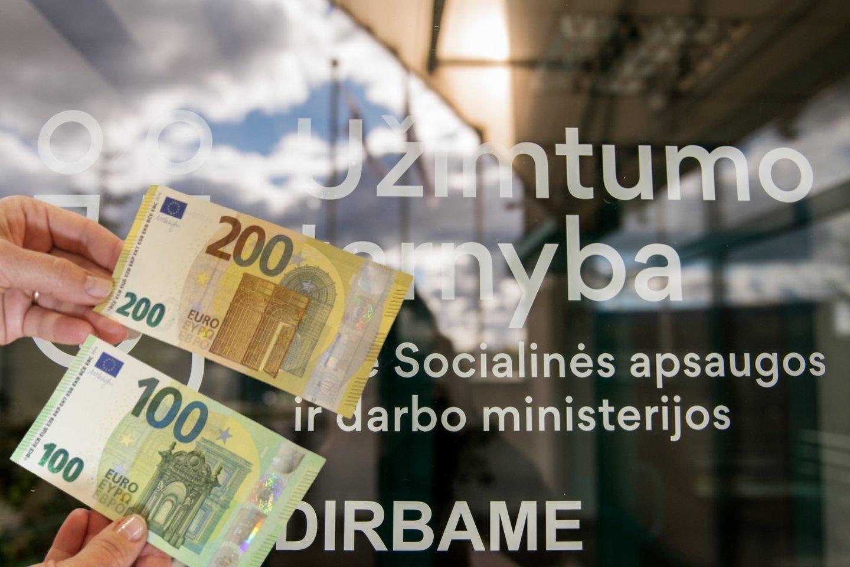 Užimtumo tarnyba sulaukia ir grįžtančių į Lietuvą užklausimų apie darbą.<br>Lrytas.lt fotomontažas