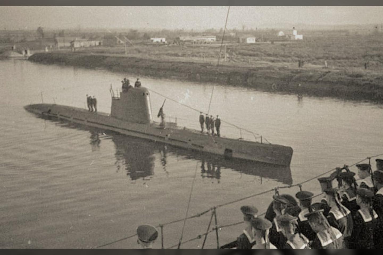"""Manoma, kad panašūs elektriniai-dyzeliniai mažieji povandeniniai laivai galėjo švartuotis Kuršmarėse.<br>""""Vakarų eskpreso"""" redakcijos nuotr."""