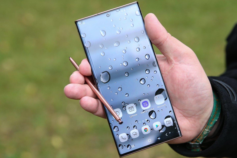"""Jau praėjusių metų pabaigoje technologijų bendruomenėje pasigirdo svarstymai, jog dabartiniai """"Galaxy Note 20"""" telefonai taps paskutiniais serijos istorijoje.<br>R. Danisevičiaus nuotr."""