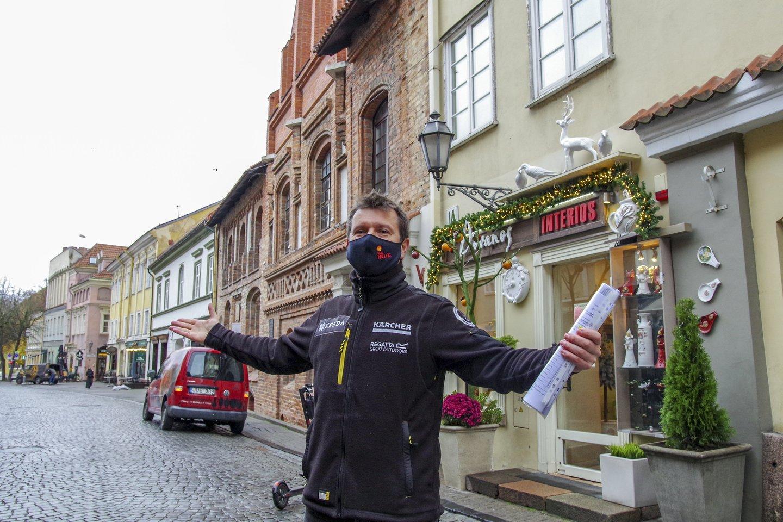 """Lenktynininkas Antanas Juknevičius parduoda """"Overdrive Toyota Hilux IRS"""" automobilį su kuriuo net tris metus lenktyniavo Dakare.<br>V.Ščiavinsko nuotr."""