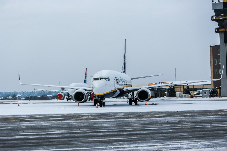 Kauno oro uostą nuklojo storas sniego sluoksnis.<br>G.Bitvinsko nuotr.