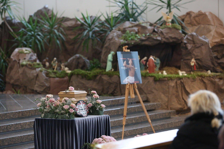 Kaune vis dar verda nušauto garsaus sportininko R.Morkevičiaus artimųjų ir savivaldybės ginčai, ar laidoti jo urną prestižinėse Petrašiūnų kapinėse. Miesto valdžiai kliūva jo kriminalinė praeitis.<br>G.Bitvinsko nuotr.
