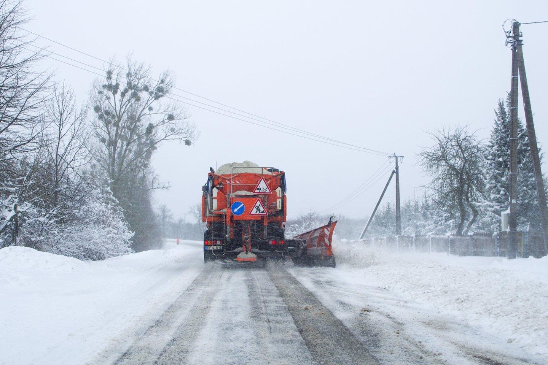 Po Lietuvą užklupusio sniego daug žmonių iki šiol gyvena be elektros.<br>V.