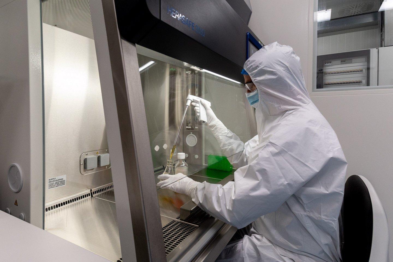"""""""Thermo Fisher Scientific Baltics"""" pernai pavasarį pradėjo gaminti reagentus COVID-19 testams.<br>Organizatorių nuotr."""