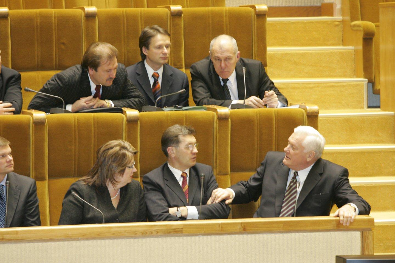 1999 m. Seime pirmą kartą surengta Vyriausybės valanda – parlamentarams suteikta galimybė klausinėti ministrą pirmininką bei ministrus.<br>P.Lileikio nuotr.