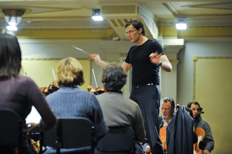 2005 m. įvyko pirmasis Kauno miesto simfoninio orkestro koncertas. Orkestras buvo įkurtas 2004 m. pabaigoje. 2006 m. jo vyriausiuoju dirigentu tapo Modestas Pitrėnas.<br>V.Ščiavinsko nuotr.