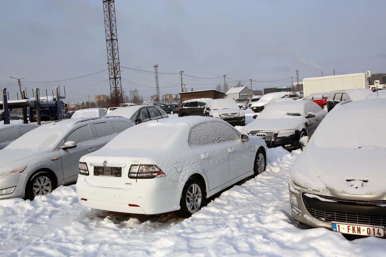 2021 m. sausį naujų lengvųjų automobilių registravimas sumažėjo 45 proc.<br>M.Patašiaus nuotr.