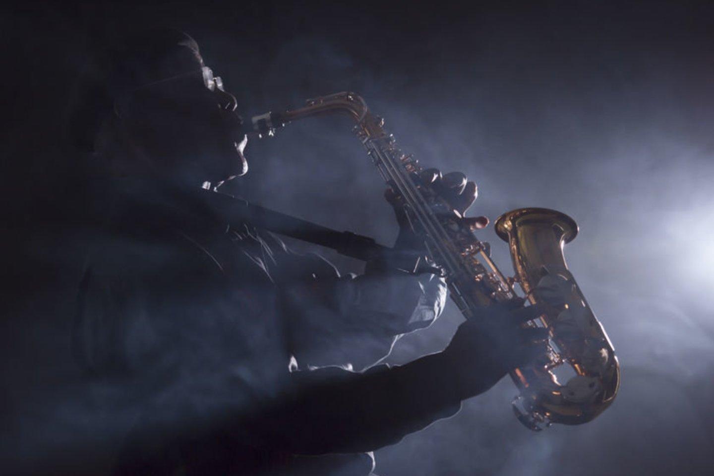 1894 m. mirė Belgijos muzikos instrumentų meistras, saksofono kūrėjas Adolphe'as Saxas (79 m.).<br>123rf