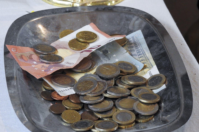 Bankai praneša, kad sukaupti lietuvių indėliai – rekordiniai, todėl vieni ekonomistai tiki, jog, tik atlaisvinus karantino suvaržymus, gyventojai bus linkę stipriai leisti savo sukauptus pinigus.<br>V.Ščiavinsko nuotr.