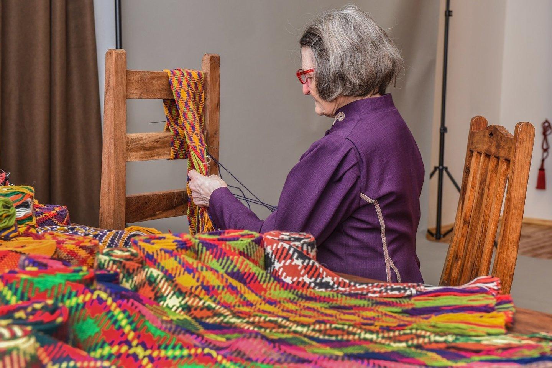 Pintinių juostų pynimo tradicija įtraukta į Nematerialaus kultūros paveldo vertybių sąvadą.<br>Nematerialaus kultūros paveldo vertybių sąvado nuotr.