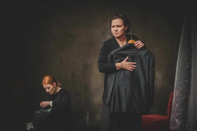 """E.Gabrėnaitė spektaklyje """"Didvyrių aikštė"""".<br>D.Jacevskio nuotr."""