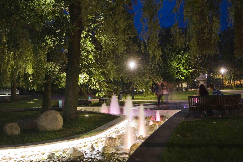 Poezijos parkas Marijampolėje. Autoriai: G.Vieversys, T.Eidukevičius, R.Marcinkevičienė, A.Marcinkevičius, A.Byčenkovas.<br>G.Kandroto nuotr.